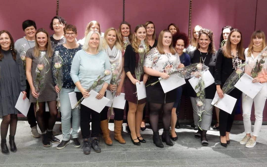 Medizinische Sachbearbeiterinnen diplomiert